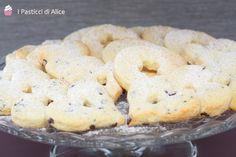 I Biscotti alla Panna sono semplici ma molto buoni, soprattutto inzuppati nel latte! Una preparazione molto semplice e veloce!