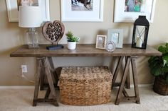 Sofa table - Ashley furniture                                                                                                                                                      Mais