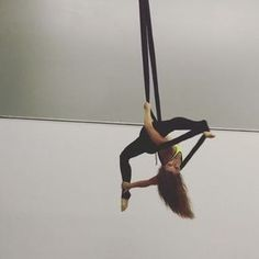After class one of my students inspired me to try some new transitions. It led to the first split in this video I am calling a . Name is partially inspired by my yellow top :) tag a friend who should try the banana split! Hammock Netting, Aerial Hammock, Aerial Silks, Aerial Yoga, Hammocks, Aerial Arts, Bad Cats, Pole Fitness, Pole Dancing