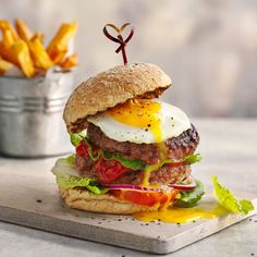 Slimming World Big Daddy burger | Slimming World Blog Slimming World Beef, Slimming World Dinners, Slimming World Recipes, Sweet Potato Chips, Big Daddy, Burger Recipes, Caramel, Good Food, Diet