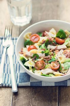healthy meals for dinner for kids printable 2017 kids Pasta Recipes, Salad Recipes, Chicken Recipes, Salade Caprese, Good Food, Yummy Food, Snacks Für Party, Dinner Salads, Ground Beef Recipes