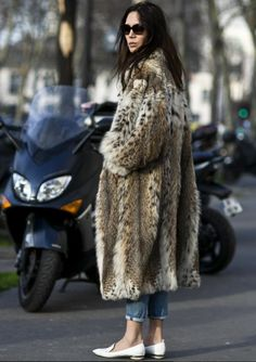 LA COOL & CHIC | via TrendForTrend.com Fur Fashion, Women's Fashion Dresses, Daily Fashion, Winter Fashion, Rock And Roll Fashion, Cool Style, My Style, Winter Wear, What To Wear