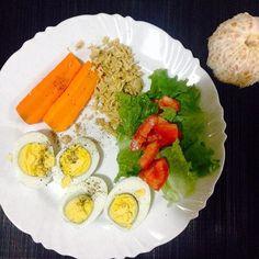 Janta de hoje: cenoura  frango  ovo  salada. É uma mexerica de sobremesa. #saude #vidasaudavel #viverbem #fitness #eacolhas #RA #foconadieta #dieta #reeducao #aprenderacomer #receita #fit #fitness #eueliminandopeso #antesedepois #magra #verao #proteina #foco #meta #objetivo #menos5kg #determinacao #determination #focus #fit by projectmenos10kg http://ift.tt/1UfCGXC