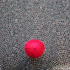 L'ombrello rosso by Massimo Della Latta via 500px.com