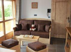 Salon avec TV écran plat - Résidence La Griyotire 4* - Praz sur Arly - France Praz Sur Arly, Sofa, Couch, France, Furniture, Home Decor, Living Room, Settee, Settee