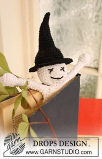 """Crochet DROPS book mark with ghost for Halloween in """"Safran"""". ~ DROPS Design"""