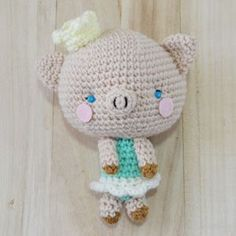 Free amigurumi pattern for piggy, Princess P. She has a rosy chicks. She likes to wear her favorite ballerina skirts and her little princess crown.