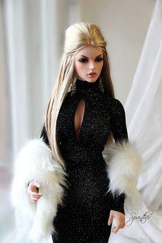 Barbie in the spotlight. Barbie Gowns, Doll Clothes Barbie, Barbie Dress, Disney Barbie Dolls, Barbie Style, Barbie Model, Barbie Fashionista Dolls, Diva Dolls, Fashion Royalty Dolls