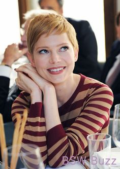Michelle Williams' cute pixie! I like the strawberry blonde.