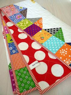 Red Pepper Quilts: The Finished Gobstopper Quilt -- edging is nice