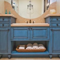 El color azul para la isla en la cocina!