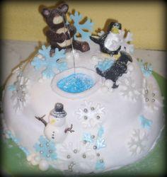 Torta al cioccolato ripiena di crema pasticcera con scaglie di cioccolato. Copertura con pasta di zucchero, decorazione con pasta da modelling e zucherini