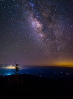Stars above Clingmans Dome, Great Smoky Mountains National Park, Tennessee Cabins In Gatlinburg Tn, Gatlinburg Tennessee, East Tennessee, Smoky Mountains Cabins, Great Smoky Mountains, Romantic Things To Do, Mountain Vacations, Smoky Mountain National Park, Photos Voyages