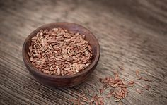 The benefits of flax seeds added to a woman's diet are many. Here's taking a look at how they are beneficial, and some easy recipes using flax seeds. High Fiber Low Carb, High Fiber Foods, Flax Seeds Health Benefits, Superfoods, Low Carb Recipes, Dog Food Recipes, Easy Recipes, Linseed Flaxseed, Seed Cycling