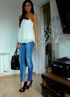 Love this outfit.. perfect for a summer date night♥