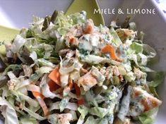 Insalata di pollo con fagiolini e salsa allo yogurt - ricetta leggera Poke Bowl, Food Illustrations, Fett, Potato Salad, Meal Prep, Buffet, Cabbage, Appetizers, Picnic