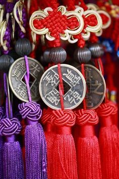 chinese lucky knot with vintage money Stock Photo