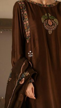 Pakistani Fashion Casual, Pakistani Dresses Casual, Pakistani Bridal Dresses, Pakistani Dress Design, Stylish Dress Designs, Designs For Dresses, Stylish Dresses, Simple Dresses, Embroidery Suits Punjabi