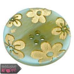 exklusive-knoepfe.de - Kunststoffknopf blau gefärbt, Blumenmotiv eingraviert und mit Gold gefüllt