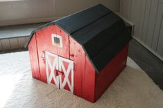 Handmade Pallet Wood Toy Barn with Chalkboard Roof- omgness!!!! This is not only great for playing farm, but you can use it as storage for all the wooden animals.