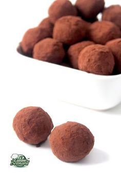 Bernard's Cuisine: Truffles with Chocolate Chocolate Cube, Chocolate Truffles, Chocolate Recipes, Sweet Recipes, Dog Food Recipes, Cooking Recipes, Cake Receipe, Desserts With Biscuits, Tea Cafe