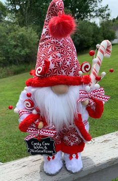 Christmas Elf Doll, Noel Christmas, All Things Christmas, Christmas Ornaments, Christmas Projects, Holiday Crafts, Christmas Knomes, Christmas Pictures, Diy And Crafts