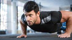 """Não é preciso ser um """"rato de academia"""" para já ter ouvido falar de flexão, prancha ou agachamento.<br /><br />Segundo especialistas, esses são os três melhores exercícios para quem quer ficar e"""