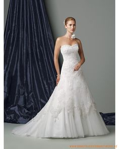2013 neues Brautkleid aus Spitze herzförmig Ausschnitt und von Perlen verziert wird A-Linie Rock mit Kapelleschleppe