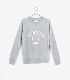 Deze sweater van Geitenwollenshirts heet Gerda, is een unisex model, heeft een rechte fit en een zogeheten raglan mouw. Door het unisex model heeft de trui echt een ultra comfortabele boyfriend fit. Het Geitenwollenshirts logo geeft de trui net een extraatje.  Maatadvies: Gerdavalt iets aan de kleine kant. Wij raden daarom altijd een maat groter aan.Heb je toch vragen? Bel ons dan gerust even voor advies: +31 20 362 07 84