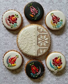 Embroidery-Inspired Cookie Art by Mezesmanna. #cookieart #hungarianpattern #lace #flowers #icingcookies #gingerbread #handmade