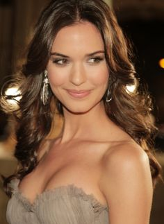 Odette Annable Feet Height Weight Age Measurements Wiki & Biography. Odette Annable Date of Birth, Bra size, Figure Measurements, Boyfriends, Photos, Pics