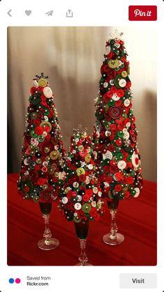 Christmas button tree - Styrofoam in wine glasses! Christmas Tree Crafts, Noel Christmas, Christmas Projects, All Things Christmas, Winter Christmas, Holiday Crafts, Christmas Ornaments, Cone Christmas Trees, Xmas Tree