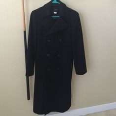 J. Crew pea coat This is a full length J. Crew black pea coat in a size 6. It has been worn but has no signs of use. I just had it dry cleaned. It's a beautiful coat! J. Crew Jackets & Coats Pea Coats