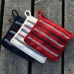 The fish flap is inspired by both the sea and the Pippi Longstocking. Replace the classic white grou Easy Yarn Crafts, Diy And Crafts, Arts And Crafts, Crochet Home, Diy Crochet, Art And Craft Videos, Textiles, Fabric Bags, Knit Patterns