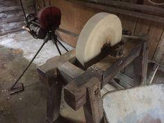 (20) FINN – Div gammelt /antikk slipestein møbler