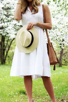Rebecca Minkoff White Summer Sundress with Stuart Weitzman Minx Wedge from Nordstrom. Little summer sundresses. Summer Chic, Spring Summer Fashion, Teacher Dresses, Sundresses Women, White Sundress, Sassy Pants, Fashion Outfits, Net Fashion, Fashion Ideas