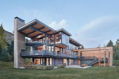 Lake Creek Residence: L-Shaped House with a Sense of Fondness for Nature – Futurist Architecture Modern Exterior, Exterior Design, Residential Architecture, Architecture Design, Chinese Architecture, Architecture Office, Futuristic Architecture, L Shaped House, Townhouse Designs
