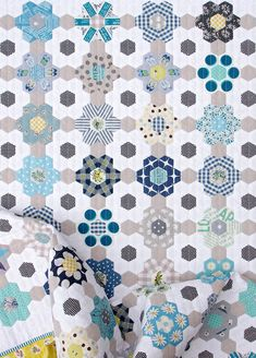 B is for Blues ~ A finished Hexagon Quilt © Red Pepper Quilts 2020 #englishpaperpiecing #hexagonquilt Easy Quilt Patterns, Paper Piecing Patterns, Patchwork Quilt, Blues, Quilt Binding, Easy Quilts, Amish Quilts, Tatting Patterns, English Paper Piecing