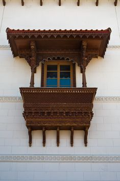 India Architecture, Architecture Details, Beautiful Architecture, Indian Home Design, Indian Home Interior, Balcony Design, Window Design, Exterior Design, Interior And Exterior