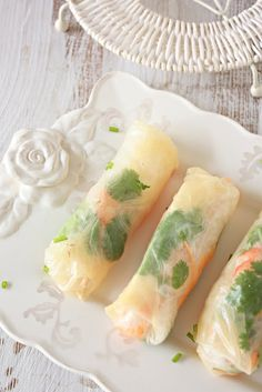 Vietnamese spring rolls, looks really yummy. someday I might be brave enough to try it.