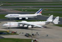 Comparison - here's what a Mriya An225 looks like next to a Boeing 747.