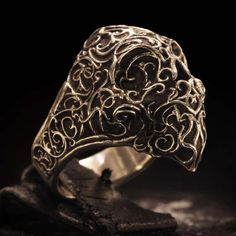 This Skullring is covered in an Art Nouveau pattern to show elegance and mystery. The super-detailed inside is a sculpture based on the 6th Tarot card (The Lovers) which portrays the love between two people, this is a metaphor for a physical love-connection as much as it is a metaphor about passion itself.  Weighing in at 25 grams of carefully casted .925 Sterling Silver of the highest quality, each piece is finished separately by hand to ensure perfect quality.  *Please note that it will…