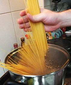 Butta la pasta e spegni il fuoco.