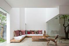 exotische Einrichtung Ecksofa Holz Polstermöbel