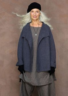 Explore our unique… Ethically sourced, colorfully created & individually crafted. Explore our unique Scandinavian range of clothes & accessories here. Mature Fashion, Older Women Fashion, Fashion Over 50, Look Fashion, Womens Fashion, Fashion Design, Moda Hippie, Moda Boho, Mode Style