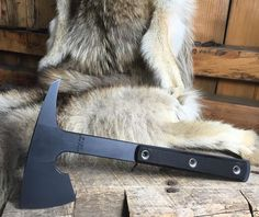 """RMJ Tactical """"Little Bird"""" Rmj Tactical, Tomahawk Axe, Beil, Metal Projects, Knives And Tools, Wood Cutting, Survival Guide, Hawks, Line Drawing"""