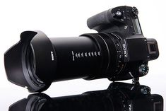 The Sony IV is premium superzoom bridge-camera (DSLR-like form factor) with a equivalent zoom lens and a stacked BSI-CMOS sensor: the same used by the Sony V. Best Camera For Portraits, Best Camera For Photography, Vintage Photography, Digital Photography, Nikon Dx, Cameras Nikon, Best Cameras For Travel, Cameras For Sale, Entry Level Dslr