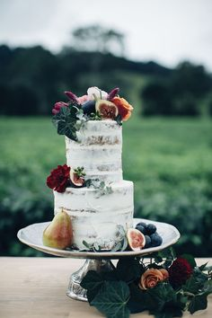 Photography: Figtree Pictures | Event Design : Little Gray Station | Floral Design: Alstonville Florist | Cake: Rebellyous Cake Co. | Furniture