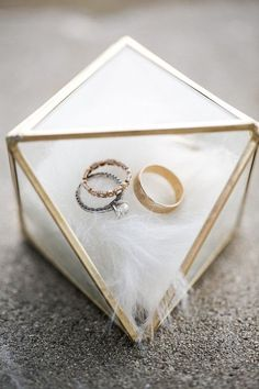 Wedding rings in Geometic Box