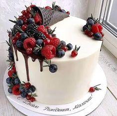 Fruit Birthday Cake, Pretty Birthday Cakes, Pretty Cakes, Cupcakes, Cupcake Cakes, Fun Desserts, Delicious Desserts, Fruit Cake Design, Fresh Fruit Cake